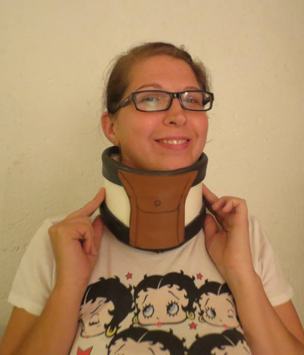 Samsecrets cosplay trying on Shiro cosplay neckbrace