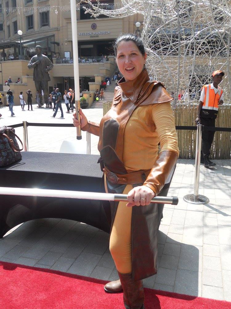 Bastila Shan Cosplay from Star Wars, brown leather. Standing in Nelson Mandela Square South Africa with 2 lightsabers